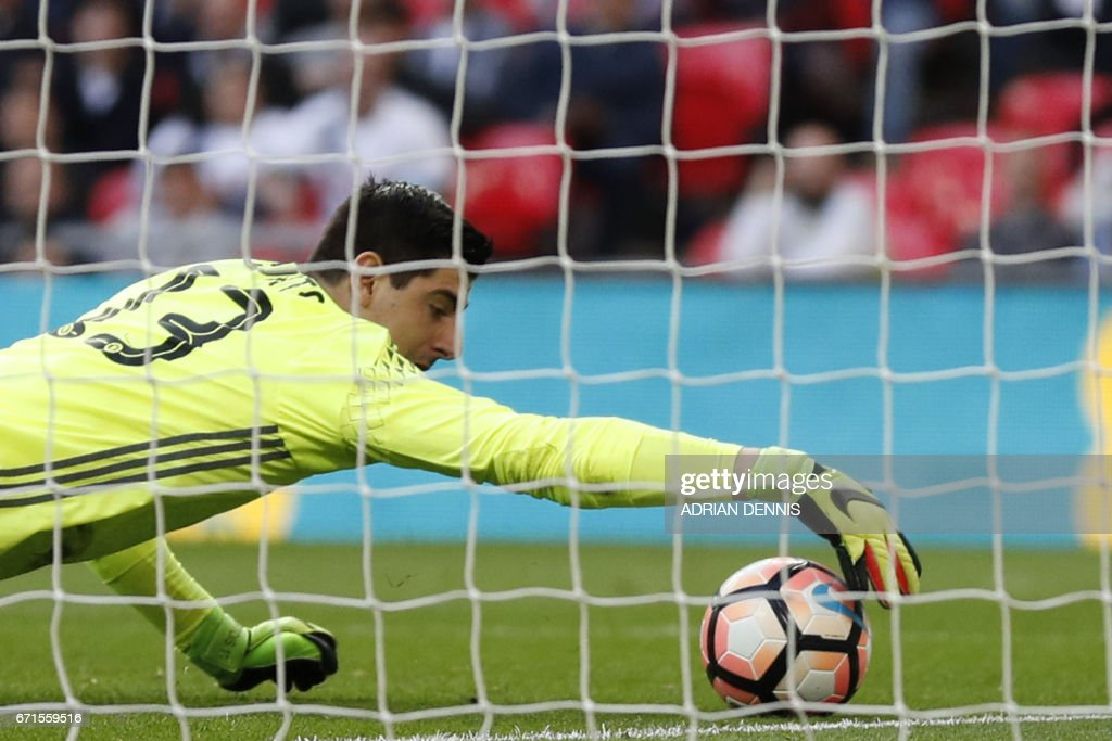 Chelsea's Belgian goalkeeper Thibaut Courtois saves a goal off Tottenham Hotspur's English striker Harry Kane's free kick during the FA Cup semi-final football match between Tottenham Hotspur and Chelsea at Wembley stadium in London on April 22, 2017. / AFP PHOTO / Adrian DENNIS / NOT