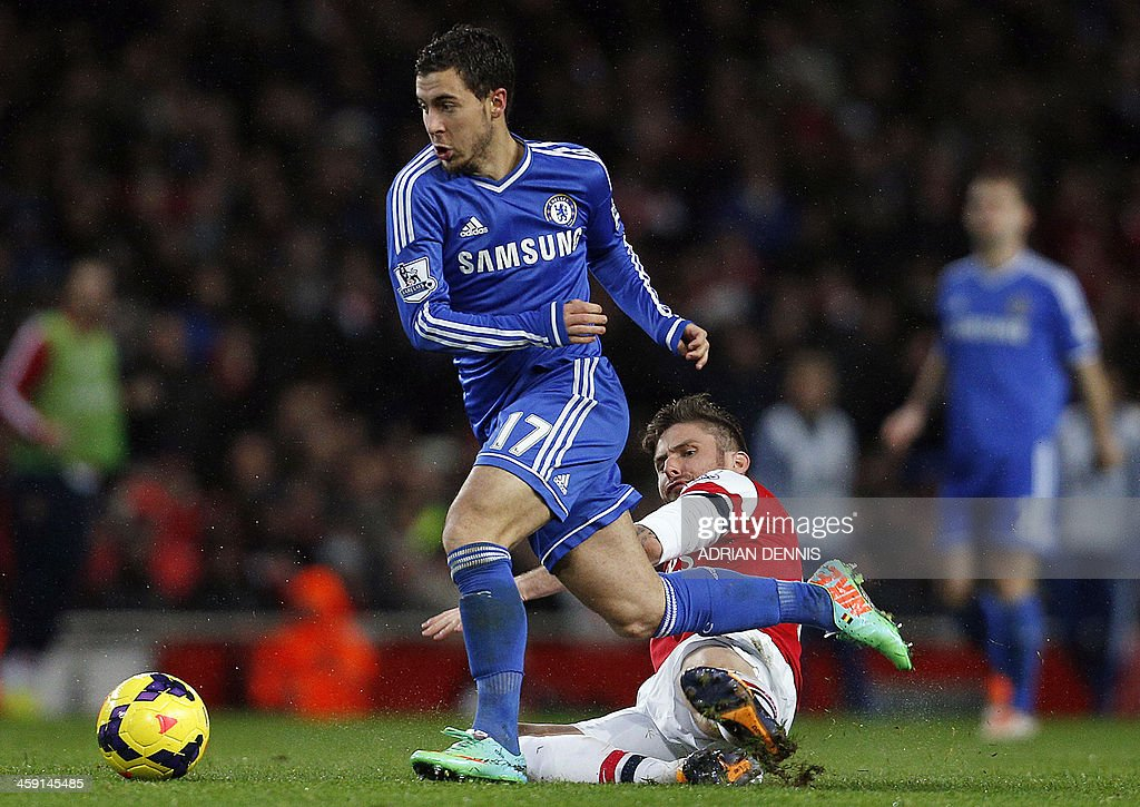 Chelsea's Belgian midfielder Eden Hazard (L) beats Arsenal's French striker Olivier Giroud during the English Premier League football match between Arsenal and Chelsea at the Emirates Stadium in London on December 23, 2013. AFP PHOTO / ADRIAN DENNIS USE. No use with unauthorized audio, video, data, fixture lists, club/league logos or 'live' services. Online in-match use limited to 45 images, no video emulation. No use in betting, games or single club/league/player publications.