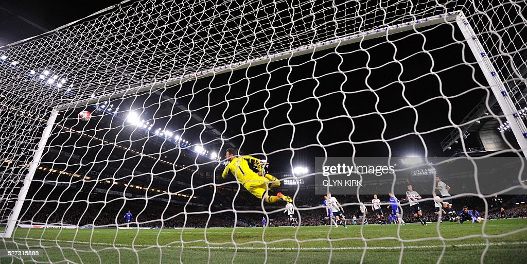 Chelsea's Belgian midfielder Eden Hazard (R) scores their second goal to level the score at 2-2 during the English Premier League football match between Chelsea and Tottenham Hotspur at Stamford Bridge in London on May 2, 2016. / AFP / GLYN KIRK / RESTRICTED TO EDITORIAL USE. No use with unauthorized audio, video, data, fixture lists, club/league logos or 'live' services. Online in-match use limited to 75 images, no video emulation. No use in betting, games or single club/league/player publications. /