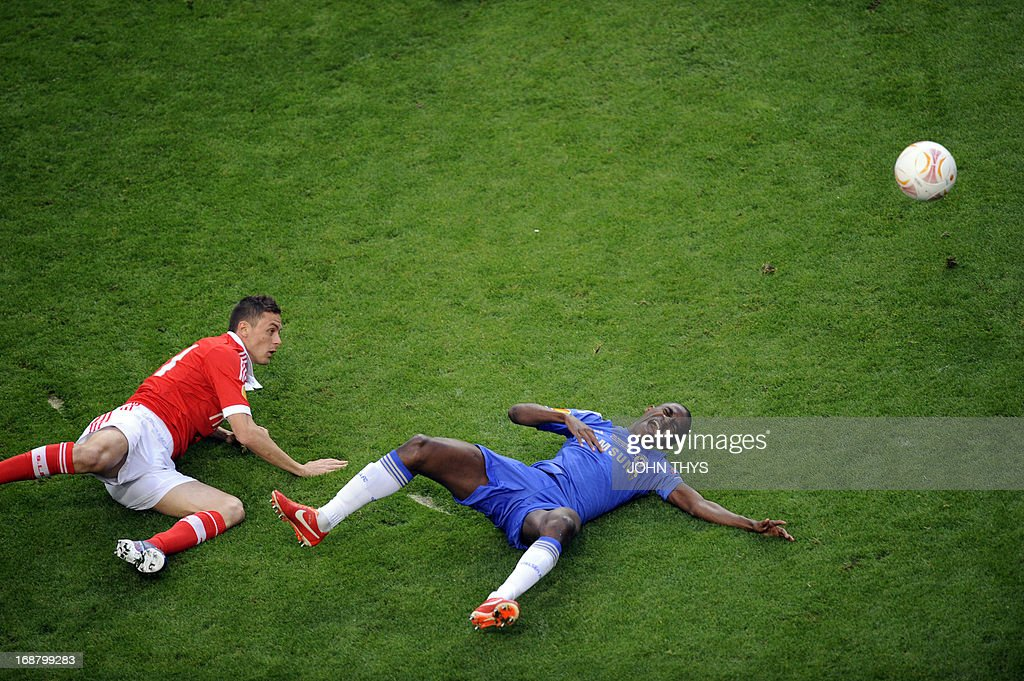 Chelsea's Brazilian midfielder Nascimento Ramires (R) falls after being hit by Benfica's Serbian midfielder Nemanja Matic during the UEFA Europa League final football match between Benfica and Chelsea on May 15, 2013 at the Amsterdam ArenA in Amsterdam.