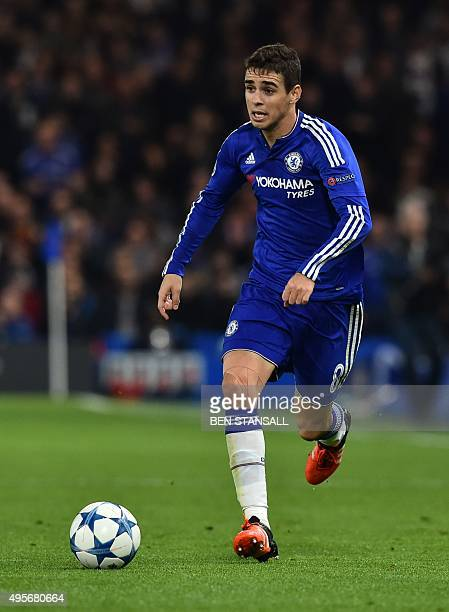 Chelsea's Brazilian midfielder Oscar runs with the ball during a UEFA Chamions league group stage football match between Chelsea and Dynamo Kiev at...