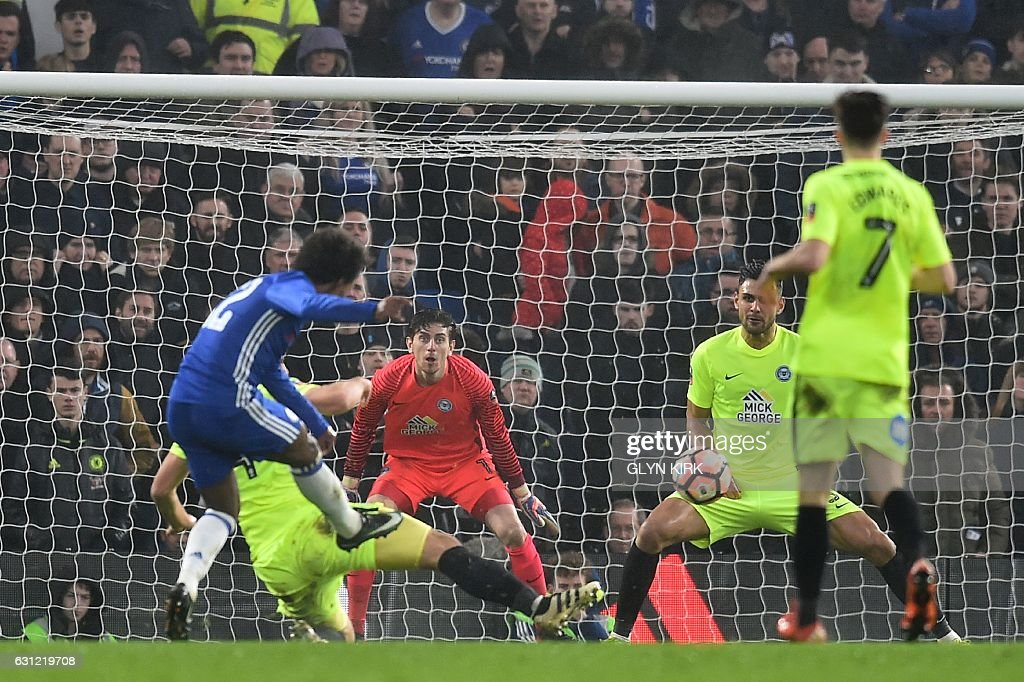 Chelsea's Brazilian midfielder Willian (L) scores their third goal during the English FA Cup third round football match between Chelsea and Peterborough at Stamford Bridge in London on January 8, 2017. / AFP / Glyn KIRK / RESTRICTED TO EDITORIAL USE. No use with unauthorized audio, video, data, fixture lists, club/league logos or 'live' services. Online in-match use limited to 75 images, no video emulation. No use in betting, games or single club/league/player publications. /
