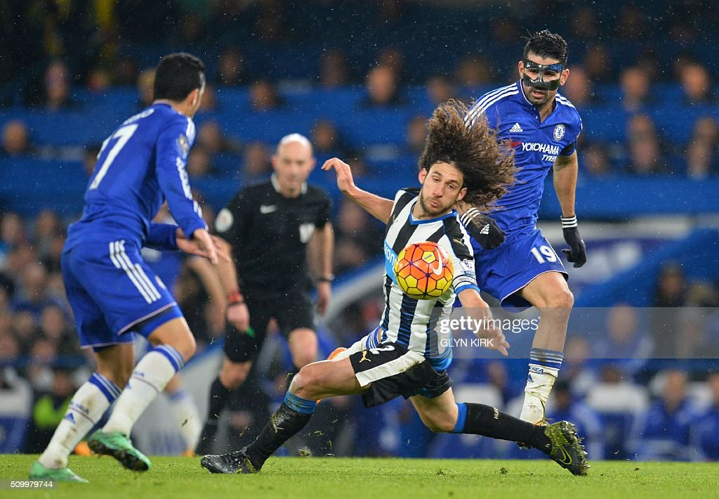 Chelsea's Brazilian-born Spanish striker Diego Costa (R) flicks the ball past Newcastle United's Argentinian defender Fabricio Coloccini (C) to Chelsea's Spanish midfielder Pedro (L) during the English Premier League football match between Chelsea and Newcastle United at Stamford Bridge in London on February 13, 2016. / AFP / GLYN KIRK / RESTRICTED TO EDITORIAL USE. No use with unauthorized audio, video, data, fixture lists, club/league logos or 'live' services. Online in-match use limited to 75 images, no video emulation. No use in betting, games or single club/league/player publications. /