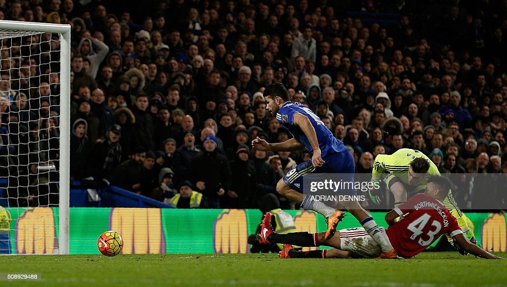 Chelsea's Brazilian-born Spanish striker Diego Costa (C) rounds Manchester United's English defender Cameron Borthwick-Jackson and Manchester United's Spanish goalkeeper David de Gea to score during the English Premier League football match between Chelsea and Manchester United at Stamford Bridge in London on February 7, 2016. / AFP / ADRIAN DENNIS / RESTRICTED TO EDITORIAL USE. No use with unauthorized audio, video, data, fixture lists, club/league logos or 'live' services. Online in-match use limited to 75 images, no video emulation. No use in betting, games or single club/league/player publications. /
