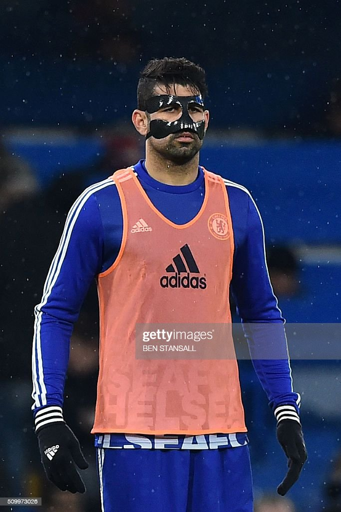 Chelsea's Brazilian-born Spanish striker Diego Costa wears a face mask as he warms up ahead of the English Premier League football match between Chelsea and Newcastle United at Stamford Bridge in London on February 13, 2016. / AFP / BEN STANSALL / RESTRICTED TO EDITORIAL USE. No use with unauthorized audio, video, data, fixture lists, club/league logos or 'live' services. Online in-match use limited to 75 images, no video emulation. No use in betting, games or single club/league/player publications. /