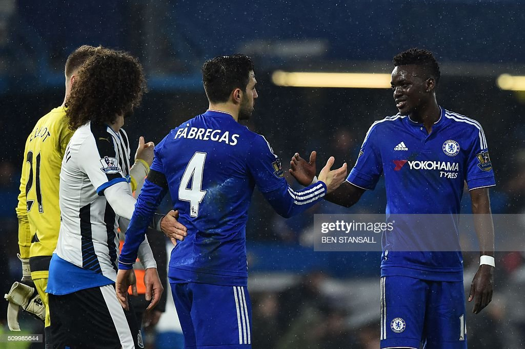 Chelsea's Burkina Faso midfielder Bertrand Traore (R) shakes hands with Chelsea's Spanish midfielder Cesc Fabregas (2R) at the end of the English Premier League football match between Chelsea and Newcastle United at Stamford Bridge in London on February 13, 2016. Chelsea won 5-1. / AFP / BEN STANSALL / RESTRICTED TO EDITORIAL USE. No use with unauthorized audio, video, data, fixture lists, club/league logos or 'live' services. Online in-match use limited to 75 images, no video emulation. No use in betting, games or single club/league/player publications. /