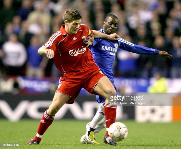Chelsea's Claude Makelele and Liverpool's Steven Gerrard battle for the ball