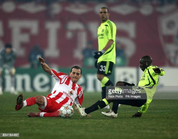 Chelsea's Claude Makelele and Olympiakos' Darko Kovacevic battle for the ball
