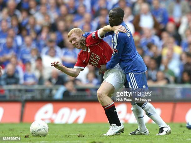 Chelsea's Claude Makelele fouls Manchester United's Paul Scholes as they battle for the ball