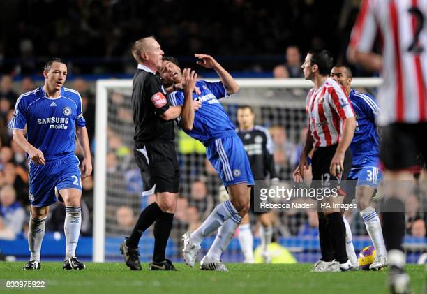 Chelsea's Claudio Pizzaro reacts after being pushed by Sunderland's Liam Miller resulting in Liam Miller being shown the red card