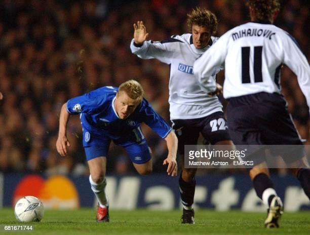 Chelsea's Damien Duff battles with Lazio's Massimo Oddo