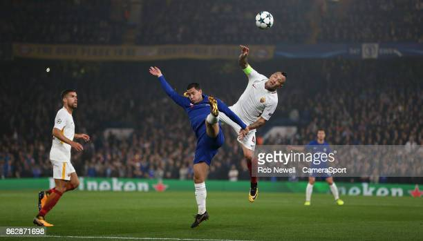 Chelsea's Eden Hazard and Roma's Radja Nainggolan during the UEFA Champions League group C match between Chelsea FC and AS Roma at Stamford Bridge on...