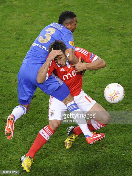 Chelsea's English defender Ashley Cole vies with Benfica's Argentinian forward Eduardo Salvio during the UEFA Europa League final football match...