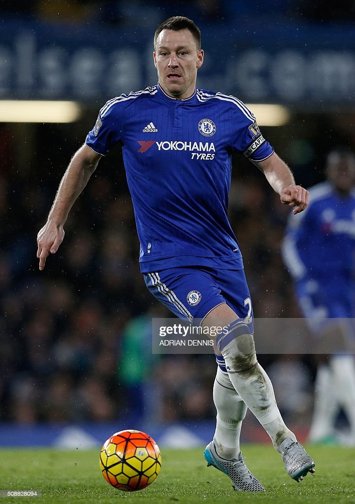 Chelsea's English defender John Terry controls the ball during the English Premier League football match between Chelsea and Manchester United at Stamford Bridge in London on February 7, 2016. / AFP / ADRIAN DENNIS / RESTRICTED TO EDITORIAL USE. No use with unauthorized audio, video, data, fixture lists, club/league logos or 'live' services. Online in-match use limited to 75 images, no video emulation. No use in betting, games or single club/league/player publications. /