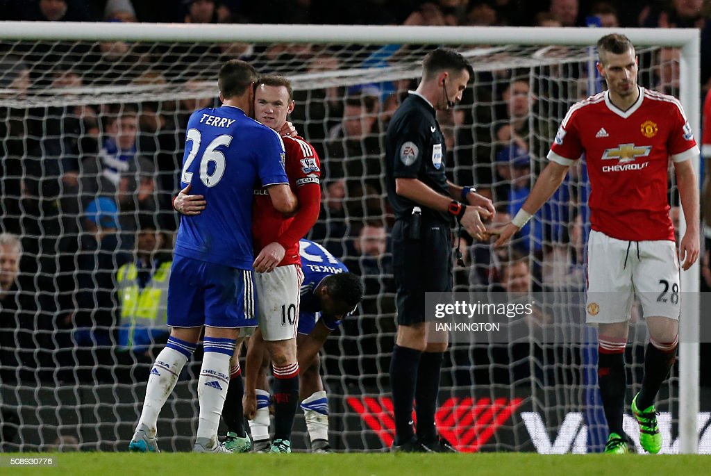 Chelsea's English defender John Terry (L) embraces Manchester United's English striker Wayne Rooney after the English Premier League football match between Chelsea and Manchester United at Stamford Bridge in London on February 7, 2016. / AFP / Ian Kington / RESTRICTED TO EDITORIAL USE. No use with unauthorized audio, video, data, fixture lists, club/league logos or 'live' services. Online in-match use limited to 75 images, no video emulation. No use in betting, games or single club/league/player publications. /