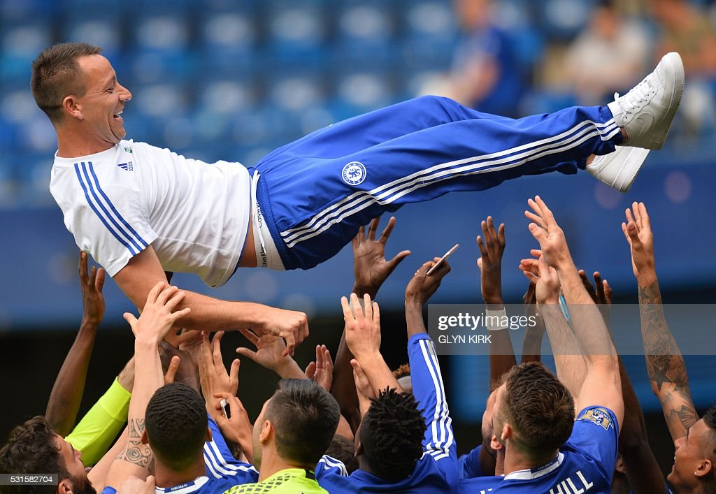 TOPSHOT - Chelsea's English defender John Terry (C) is thrown in the air by teammates after the English Premier League football match between Chelsea and Leicester City at Stamford Bridge in London on May 15, 2016. / AFP / GLYN KIRK / RESTRICTED TO EDITORIAL USE. No use with unauthorized audio, video, data, fixture lists, club/league logos or 'live' services. Online in-match use limited to 75 images, no video emulation. No use in betting, games or single club/league/player publications. /