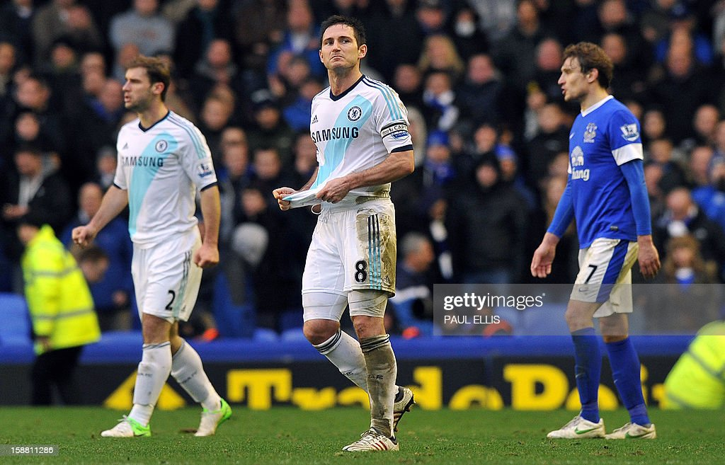 Chelsea's English midfielder Frank Lampard (C) celebrates at the end of the English Premier League football match between Everton and Chelsea at Goodison Park in Liverpool, England, on December 30, 2012. Chelsea won the match 2-1.