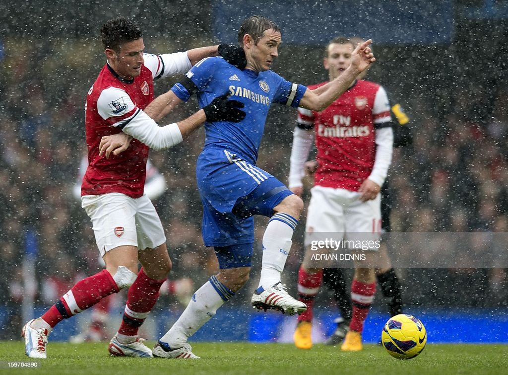 """Chelsea's English midfielder Frank Lampard (C) vies for the ball against Arsenal's French striker Olivier Giroud (L) during the English Premier League football match between Chelsea and Arsenal at Stamford Bridge in London on January 20, 2013. AFP PHOTO / ADRIAN DENNIS USE. No use with unauthorized audio, video, data, fixture lists, club/league logos or """"live"""" services. Online in-match use limited to 45 images, no video emulation. No use in betting, games or single club/league/player publications."""