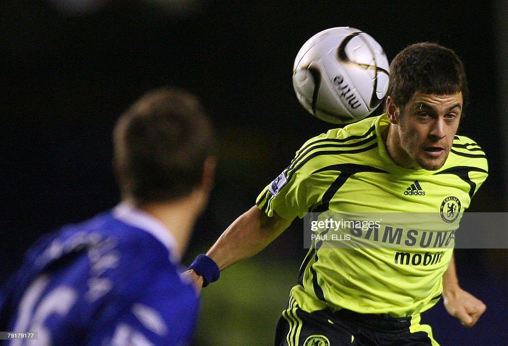 Chelsea's English midfielder Joe Cole (R) heads the ball past Everton's English defender Phil Jagielka during their English League Cup football match at Goodison Park, Liverpool, north-west England, 23 January 2008. AFP PHOTO/PAUL ELLIS - Mobile and website use of domestic English football pictures are subject to obtaining a Photographic End User Licence from Football DataCo Ltd Tel : +44 (0) 207 864 9121 or e-mail accreditations@football-dataco.com - applies to Premier and Football League matches.