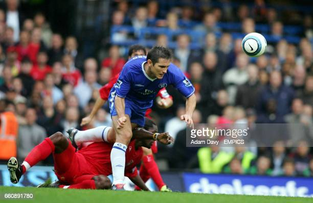 Chelsea's Frank Lampard gets away from Liverpool's Salif Diao