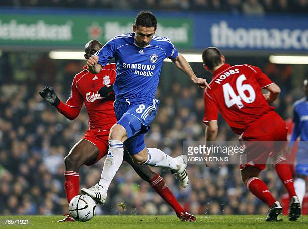 Chelsea's Frank Lampard runs with the ball past Liverpool's Mali player Momo Sissoko and Jack Hobbs during the Carling Cup quarterfinal football...