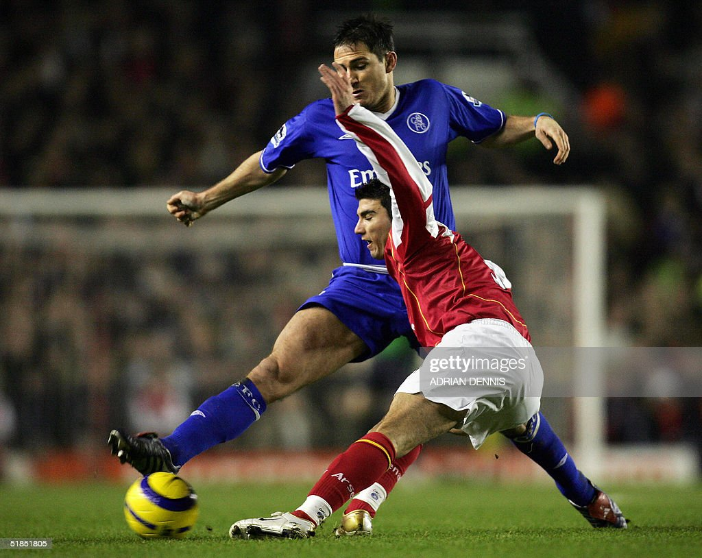 Chelsea's Frank Lampard (back) takes the ball from Jose Antonio Reyes of Arsenal during the Premiership match at Highbury in London 12 December 2004. The game ended 2-2 leaving Chelsea top of the Premiership. AFP PHOTO Adrian DENNIS / No telcos, website uses subject to subscription of a license with FAPL on www.faplweb.com <http://www.faplweb.com>