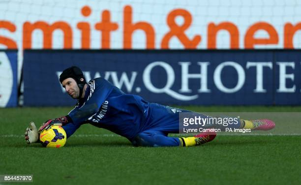 Chelsea's goalkeeper Petr Cech during warmup