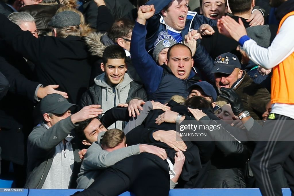 Chelsea's Italian head coach Antonio Conte celebrates with the crowd after Chelsea's Belgian midfielder Eden Hazard scored their second goal during the English Premier League football match between Chelsea and Arsenal at Stamford Bridge in London on February 4, 2017. / AFP / Ian KINGTON / RESTRICTED TO EDITORIAL USE. No use with unauthorized audio, video, data, fixture lists, club/league logos or 'live' services. Online in-match use limited to 75 images, no video emulation. No use in betting, games or single club/league/player publications. /