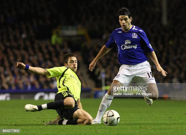 Chelsea's Joe Cole and battles for the ball with Everton's Jorge Nuno Valente
