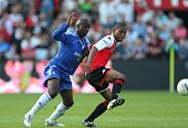 Chelsea's Lassana Diarra and Feyenoord's Jonathan De Guzman battle for the ball