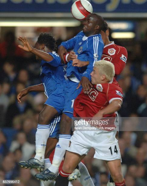 Chelsea's Lassana Diarra John Mikel and Manchester United's Alan Smith and Kieran Richardson all battle for the ball