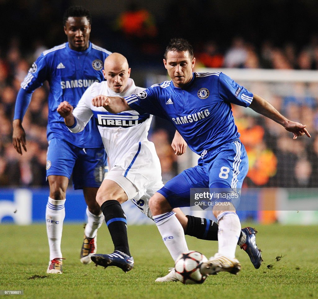 Chelsea's midfielder Frank Lampard (R) vies with Inter Milan's Argentinian midfielder Esteban Cambiasso (C) as Chelsea's Nigerian midfielder John Obi Mikel (L) looks on during their second leg in the round of 16 UEFA Champions League match at home to Chelsea at Stamford Bridge football stadium, London on March 16, 2010. The match ended 1-0 to Inter Milan. AFP PHOTO/Carl de Souza