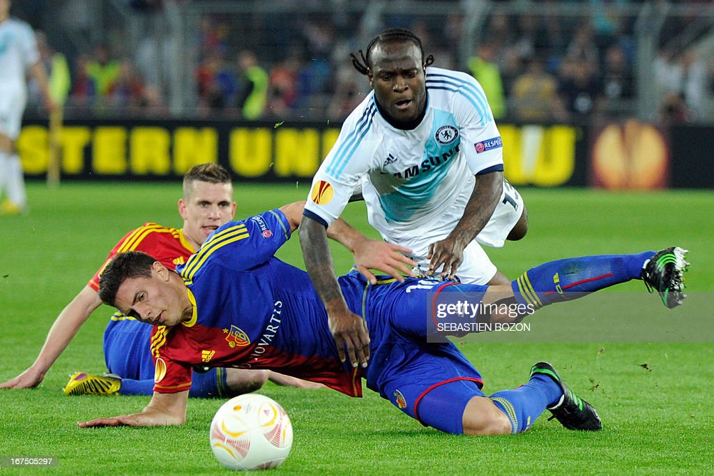 Chelsea's Nigerian midfielder Victor Moses (R) is tackled by Basel's Swiss defender Fabian Schar (L) during the UEFA Europa League first leg semi-final football match Basel vs Chelsea at the St Jakob stadium in Basel on April 25, 2013.