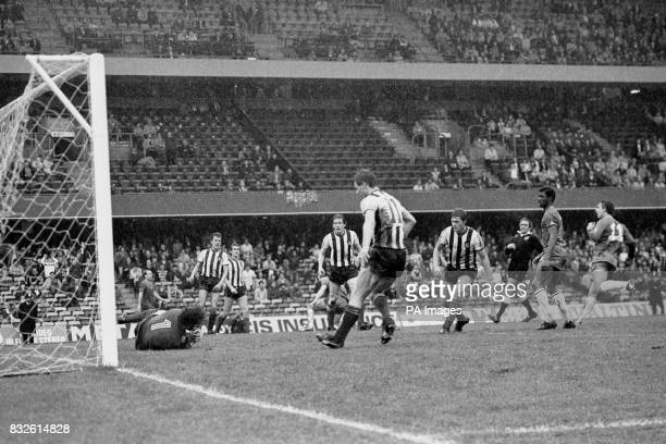 Chelsea's Paul Canoville and Mike Fillery look on as Grimsby Town goalkeeper Nigel Batch makes a save