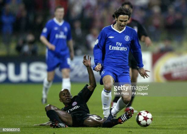 Chelsea's Ricardo Carvalho is challenged by Bayern Munich's Ze Roberto