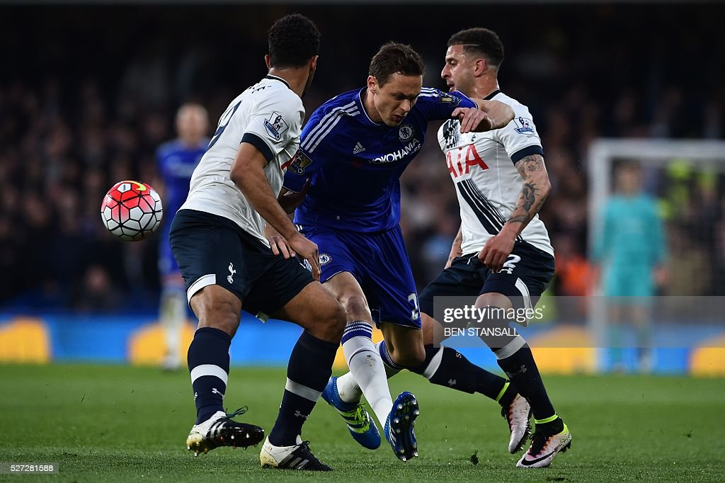 Chelsea's Serbian midfielder Nemanja Matic (C) gets sandwiched between Tottenham Hotspur's English defender Kyle Walker (R) and Tottenham Hotspur's Belgian midfielder Mousa Dembele (L) during the English Premier League football match between Chelsea and Tottenham Hotspur at Stamford Bridge in London on May 2, 2016. / AFP / BEN STANSALL / RESTRICTED TO EDITORIAL USE. No use with unauthorized audio, video, data, fixture lists, club/league logos or 'live' services. Online in-match use limited to 75 images, no video emulation. No use in betting, games or single club/league/player publications. /