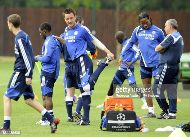 Chelsea's Shaun WrightPhillips John Terry Didier Drogba and Avram Grant during the UEFA Champions League Media Day at Cobham London