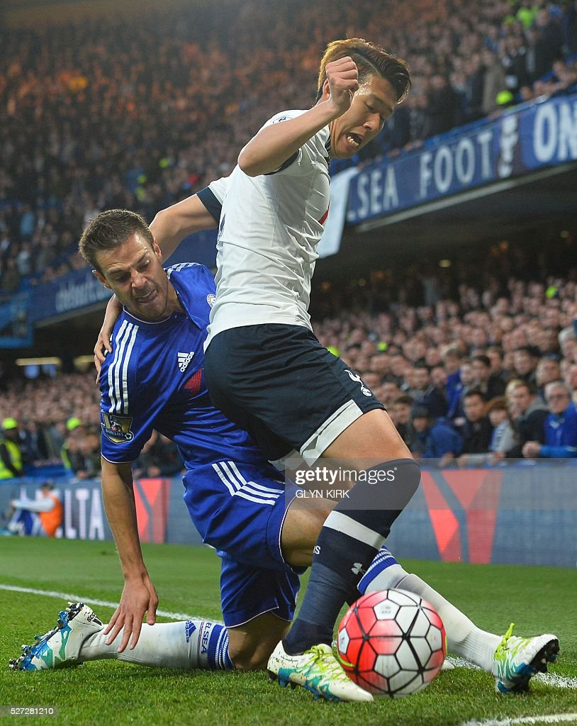 Chelsea's Spanish defender Cesar Azpilicueta (L) battles with Tottenham Hotspur's South Korean striker Son Heung-Min (R) during the English Premier League football match between Chelsea and Tottenham Hotspur at Stamford Bridge in London on May 2, 2016. / AFP / GLYN KIRK / RESTRICTED TO EDITORIAL USE. No use with unauthorized audio, video, data, fixture lists, club/league logos or 'live' services. Online in-match use limited to 75 images, no video emulation. No use in betting, games or single club/league/player publications. /