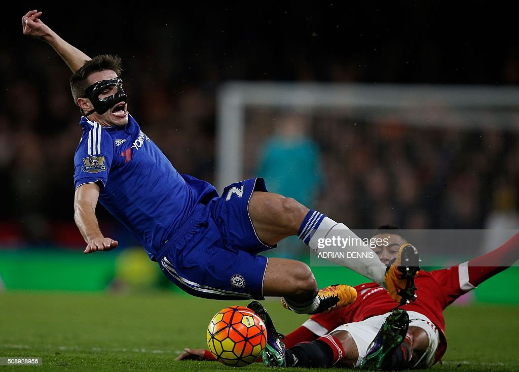 Chelsea's Spanish defender Cesar Azpilicueta (L) is tackled by Manchester United's English midfielder Jesse Lingard during the English Premier League football match between Chelsea and Manchester United at Stamford Bridge in London on February 7, 2016. / AFP / ADRIAN DENNIS / RESTRICTED TO EDITORIAL USE. No use with unauthorized audio, video, data, fixture lists, club/league logos or 'live' services. Online in-match use limited to 75 images, no video emulation. No use in betting, games or single club/league/player publications. /