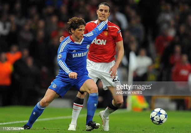 Chelsea's Spanish forward Fernando Torres and Manchester United's Irish defender John O'Shea compete for the ball during the UEFA Champions League...
