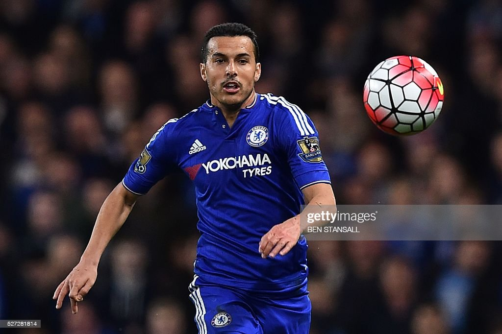 Chelsea's Spanish midfielder Pedro chases the ball during the English Premier League football match between Chelsea and Tottenham Hotspur at Stamford Bridge in London on May 2, 2016. / AFP / BEN STANSALL / RESTRICTED TO EDITORIAL USE. No use with unauthorized audio, video, data, fixture lists, club/league logos or 'live' services. Online in-match use limited to 75 images, no video emulation. No use in betting, games or single club/league/player publications. /