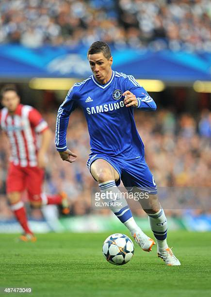 Chelsea's Spanish striker Fernando Torres runs with the ball during the UEFA Champions League semifinal second leg football match between Chelsea and...