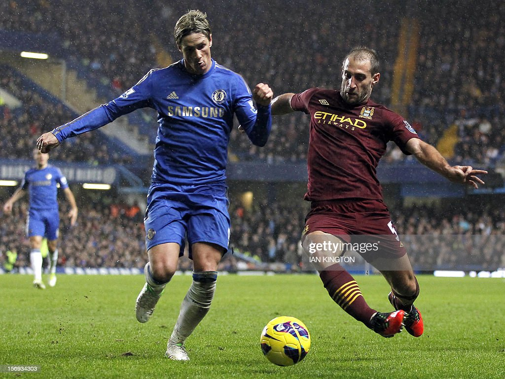 """Chelsea's Spanish striker Fernando Torres (L) vies with Manchester City's Argentinian defender Pablo Zabaleta during an English Premier League football match between Chelsea and Manchester City at Stamford Bridge stadium in London on November 25, 2012. USE. No use with unauthorized audio, video, data, fixture lists, club/league logos or """"live"""" services. Online in-match use limited to 45 images, no video emulation. No use in betting, games or single club/league/player publications"""