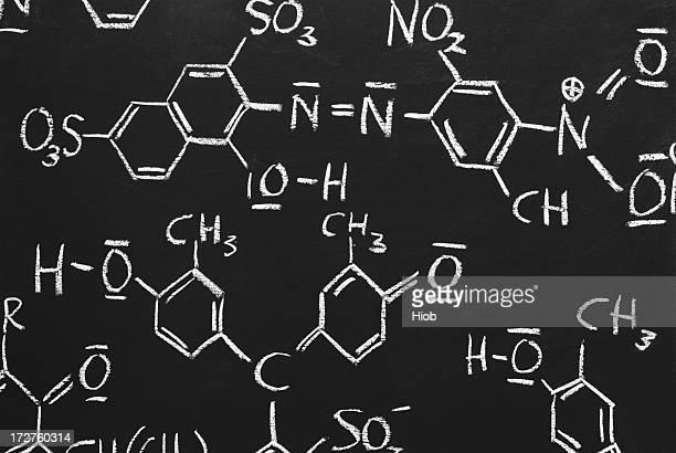 Chimique structures sur un tableau noir