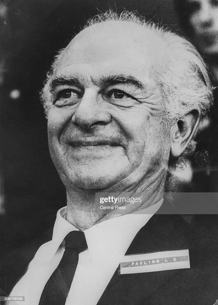 Chemist <b>Linus Pauling</b>, winner of the Nobel Prize for Chemistry in 1954 and ... - chemist-linus-pauling-winner-of-the-nobel-prize-for-chemistry-in-1954-picture-id508729268