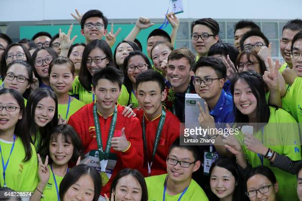Chen Aisen and Yang Hao of China Tom Daley of Great Britain pose with volunteer for a photo after compete in the Men's 10m Platform final on day...