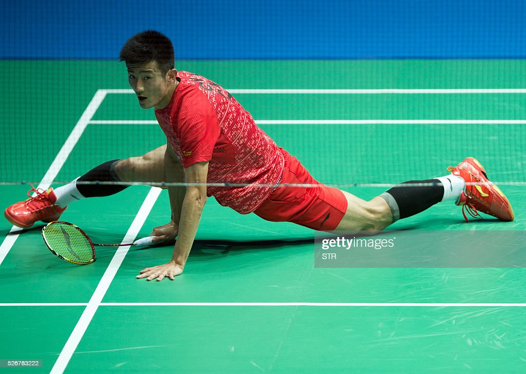 Chen Long of China hits a return against Lee Chong Wei of Malaysia during their men's singles final match at the 2016 Badminton Asia Championships in Wuhan, central China's Hubei province on May 1, 2016. / AFP / STR / China OUT