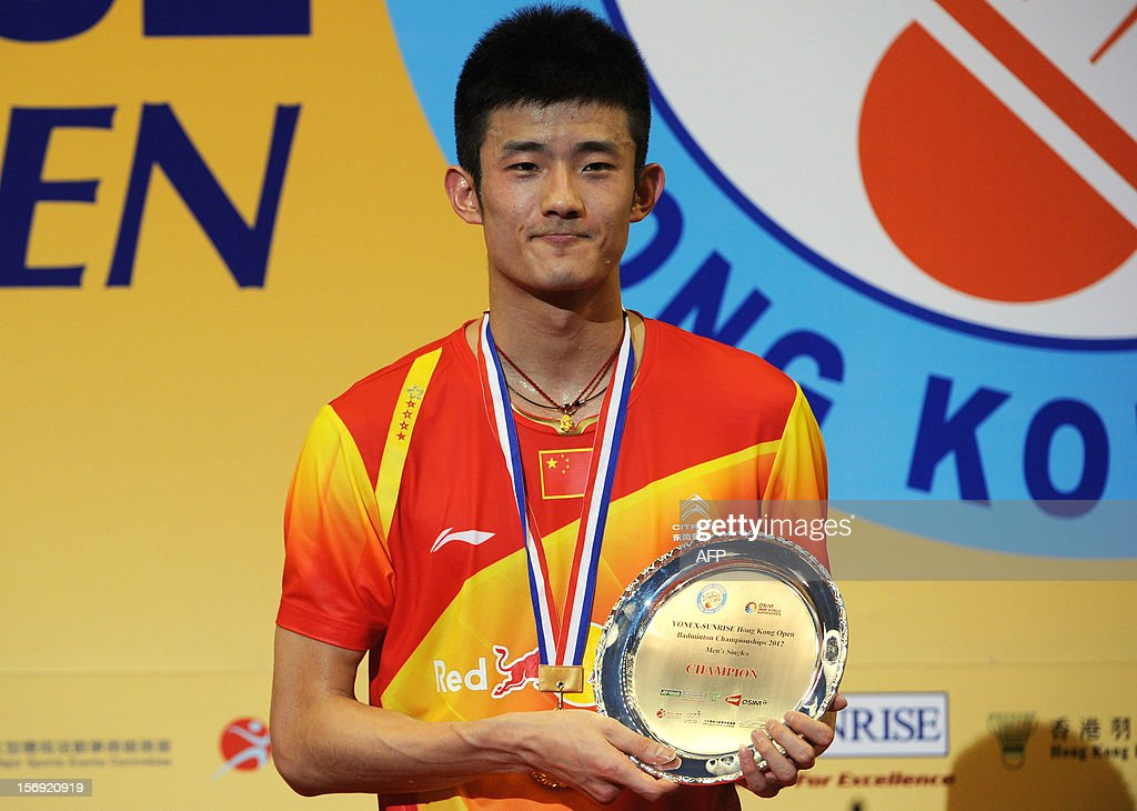 Chen Long of China poses with his award on the podium after beating Lee Chong Wei of Malaysia in the men's singles final at the Hong Kong Open badminton tournament on November 25, 2012. AFP PHOTO / Dale de la Rey