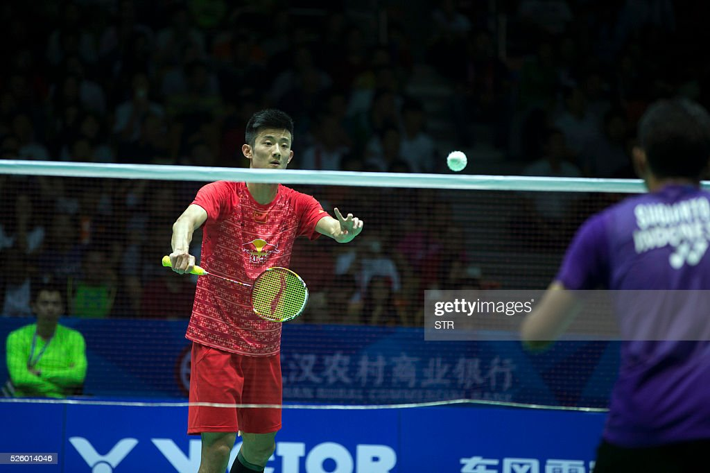 Chen Long (L) of China serves against Tommy Sugiarto of India during their men's singles quarter-final match at the 2016 Badminton Asia Championships in Wuhan, central China's Hubei province on April 29, 2016. / AFP / STR
