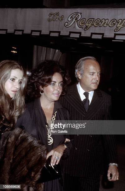 Chen Sam Elizabeth Taylor and Dr Lou Scarone during Chen Sam Elizabeth Taylor and Dr Lou Scarone Sighting New York City April 5 1976 at Maxwell's...